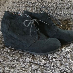 🌟HOT TOMATO Wedge Ankle Bootie Faux Suede Black 8